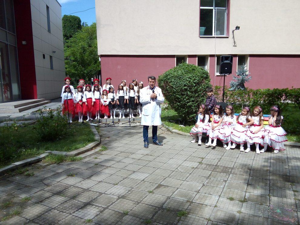 Проф. Иван Иванов поздрави децата за празника.