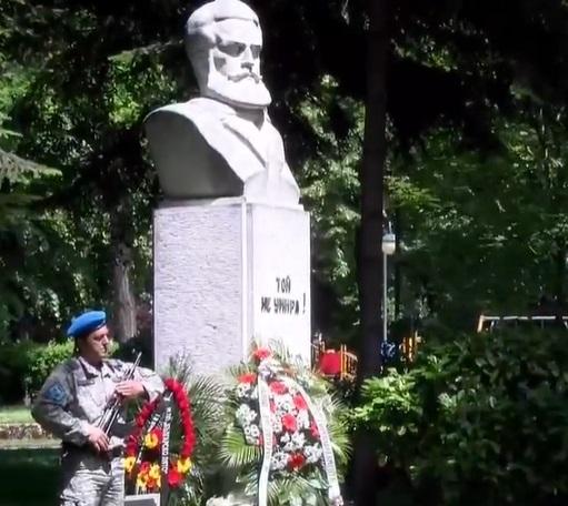 Паметникът на Христо Ботев в Цар-Симеоновата градина.