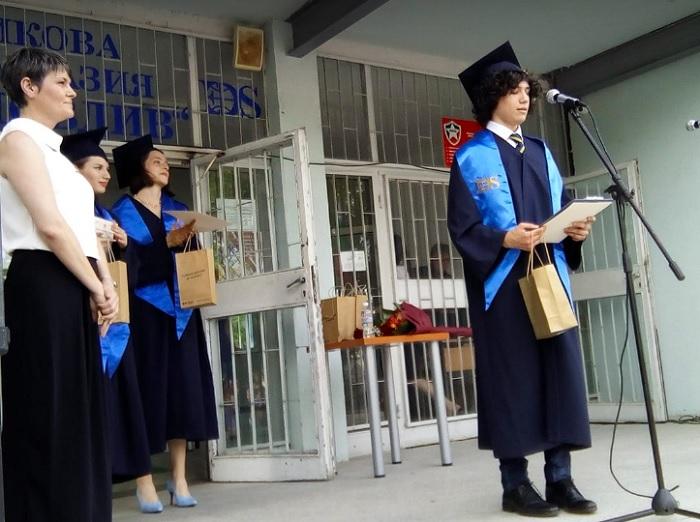 Отличникът на Випуск 2021 Даниел Кръстев с приветствие към зрелостниците, снимка: ПловдивПрес