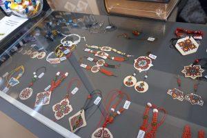 Сувенири, изработени в Социалното предприятие за хора с увреждания
