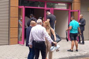 Ива Митева пристигна малко преди началото на срещата.