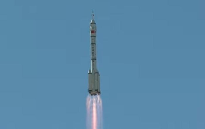 Това е първата пилотирана мисия на Китай от пет години насам.