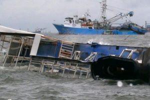 """Корабът """"KMP Yunice"""" с 41 пътници и 15-членен екипаж е потънал, преди да достигне пристанище Гилиманук."""