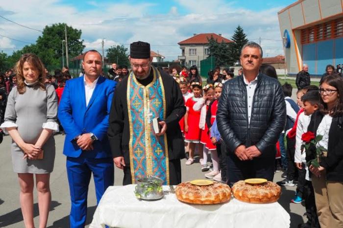 """Кметът на """"Марица"""" Димитър Иванов откри площадката, която се намира в СУ """"Васил Левски"""" в село Маноле"""
