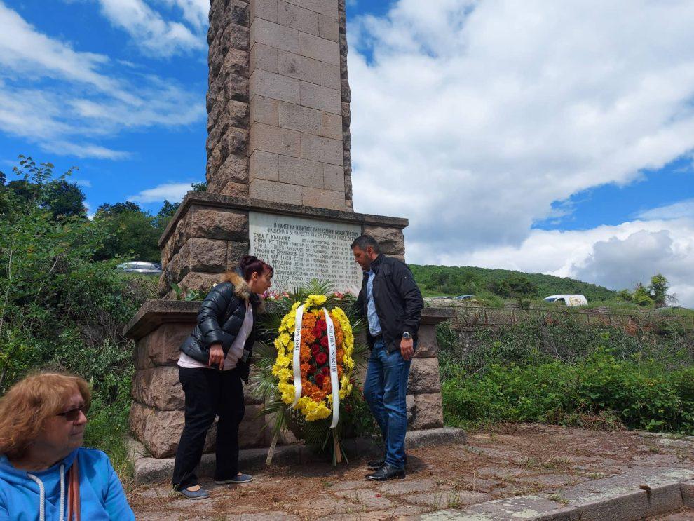 Откритият днес паметник на Ботев в Цалапица.