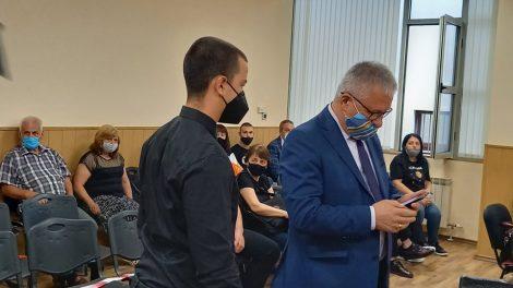 Петър Маринашки с адвоката си.