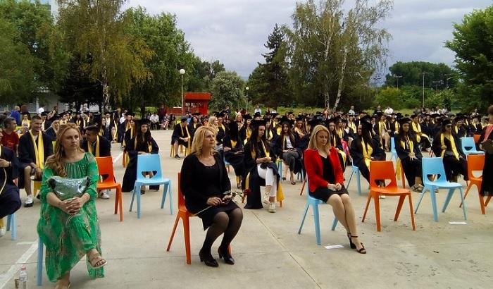 235 зрелостници от Руската гимназия получиха дипломите си за средно образование, снимка: ПловдивПрес