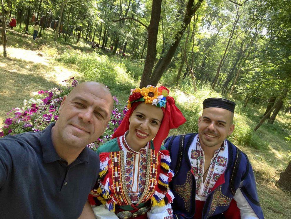 """Кметът на """"Тракия"""" Костадин Димитров с организаторите на събора."""