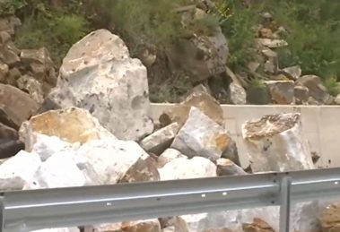 Скална маса се срути на пътя Кричим - Девин.