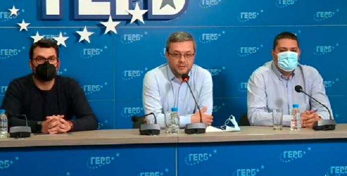 Твърдим, че се извършва преврат срещу демократичната система, каза Тома Биков