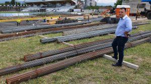 Костадин Язов провери как върви изграждането на трибуна Бесика.