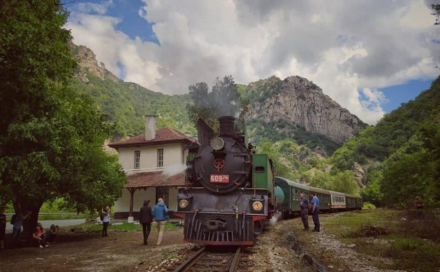Парният локомотив ще дърпа теснолинейката.