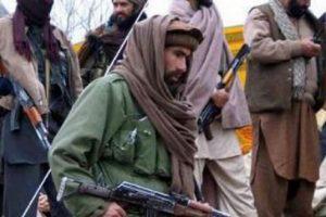 Талибаните нахлуват в Кабул, последната крепост на властите.