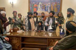 От кабинета на бившия президент Ашраф Гани талибаните вече командват Афганистан.