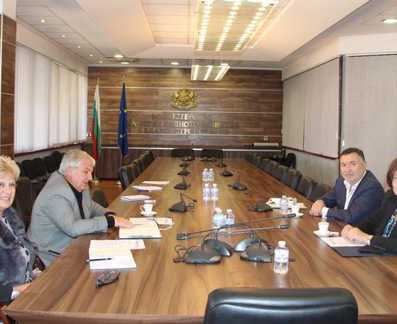 Кметовете на общините Карлово и Троян – Емил Кабаиванов и Донка Михайлова се срещнаха с министъра на регионалното развитие и благоустройството Виолета Комитова.