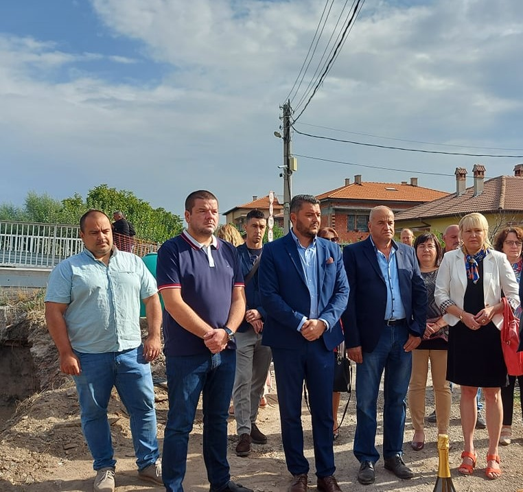 С първа копка започна строежът на новия мост в село Първенец.