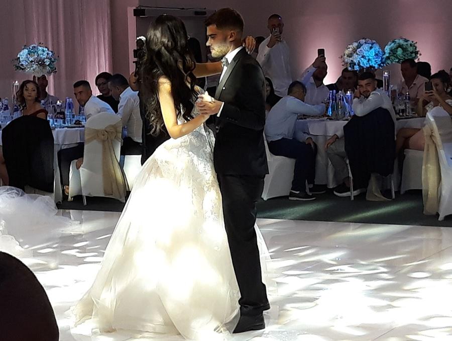 Първият танц на младоженците Ани и Петър Атанасови
