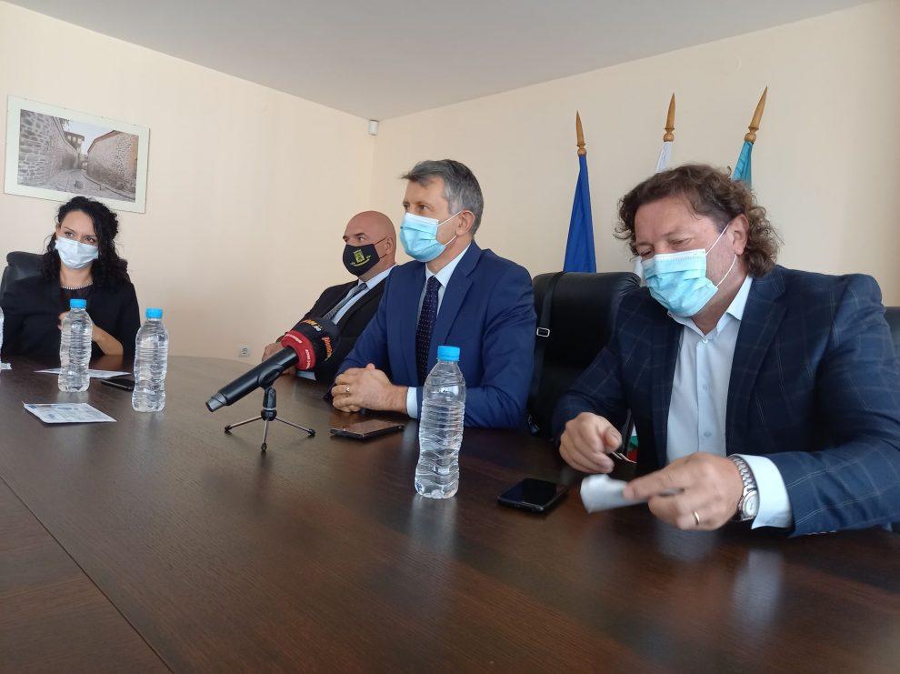 """От """"Кауза Пловдив"""" търсят подкрепа за изграждането на нов плувен басейн."""