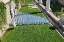 Инсталацията с поцинкованите кофи, за която са похарчени 31 хил. лева.