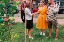 """Младоженци засадиха магнолии в район """"Южен"""" след сватбата"""