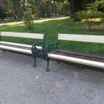 Една от обновените пейки.