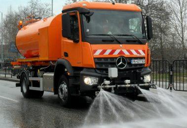 Мият улиците на Пловдив, махайте колите