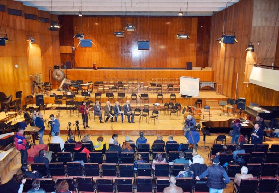 Концертна зала в Пловдив плаче за ремонт.