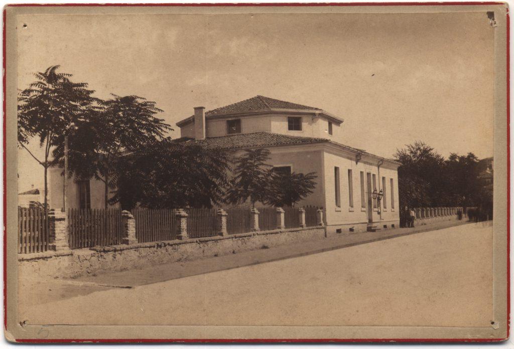 Общината тогава се помещавала в сегашния Природонаучен музей.