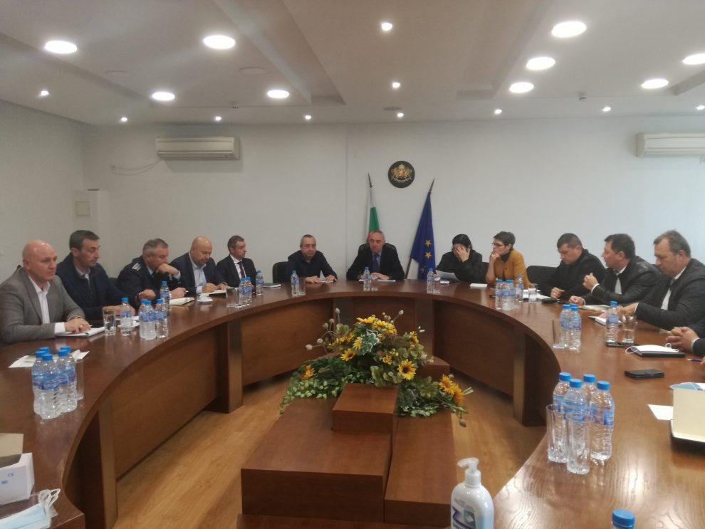 Работната среща с МВР в областната управа.