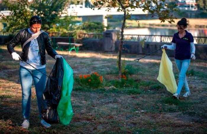 Доброволци почистиха северния бряг на река Марица СНИМКИ