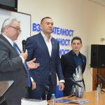 Кубрат Пулев и проф. Георги Манолов пред студентите