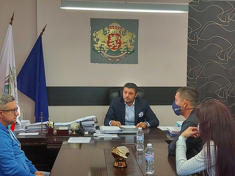 Павел Михайлов подписа договора за изграждането на канализацията в Устина.